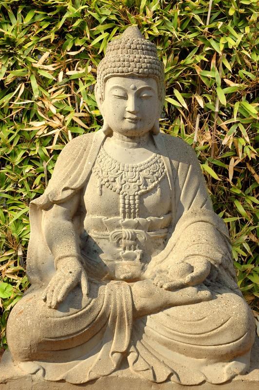 Boeddha Beelden Voor De Tuin.Tuinposter Boeddha Beeld Van Zandsteen Met Bamboe Teun S Tuinposters